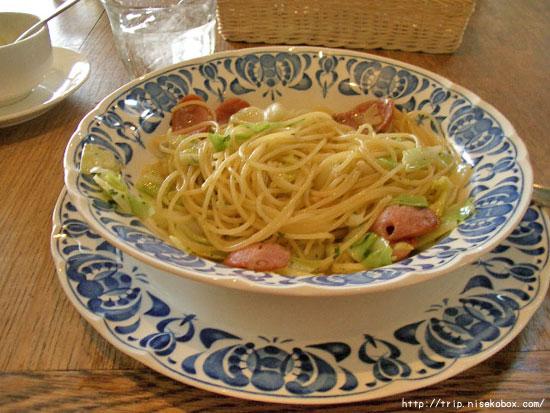 オリジナルソーセージとキャベツのスパゲッティ