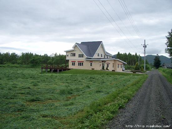 牧草地の小さな宿