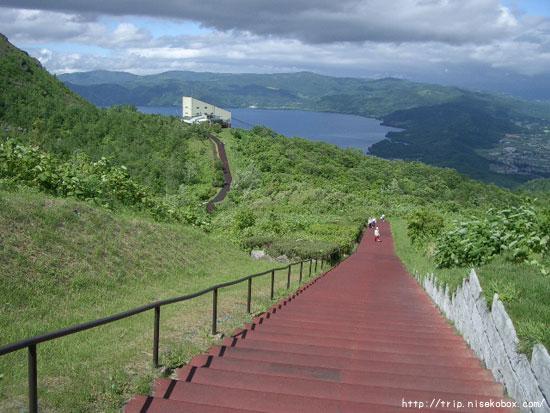山頂からの道