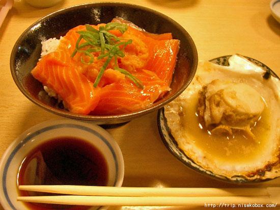 サーモン丼とホタテ
